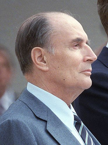 370px-Reagan_Mitterrand_1984_%28cropped%29