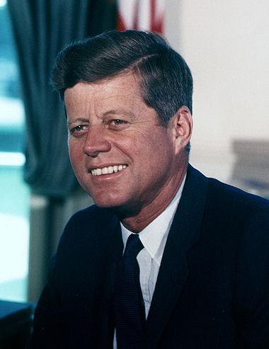 380px-John_F._Kennedy%2C_White_House_color_photo_portrait