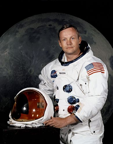 390px-Neil_Armstrong_pose