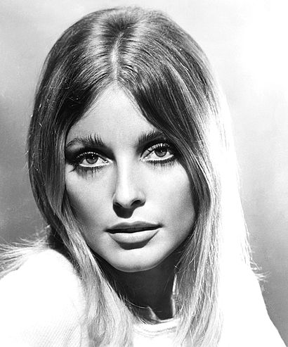 410px-Sharon_Tate_Valley_of_the_Dolls_1967