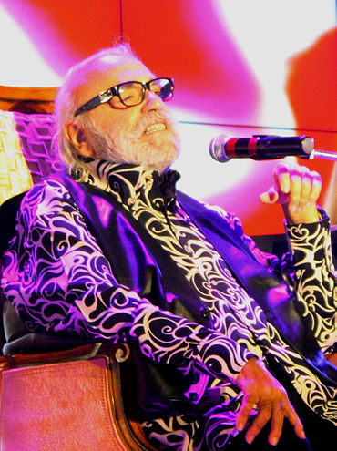370px-Demis_Roussos_in_Baku_2-cropped