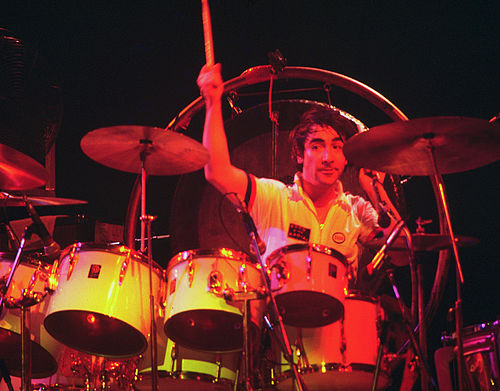 500px-Keith_Moon_4_-_The_Who_-_1975