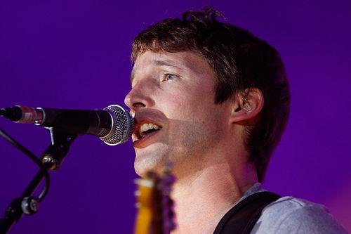 500px-Photo_-_Festival_de_Cornouaille_2011_-_James_Blunt_en_concert_le_19_juillet_-_024