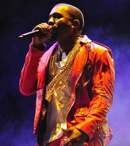 450px-Kanye_West_Lollapalooza_Chile_2011_2