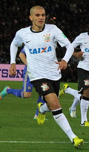 290px-F%C3%A1bio_Santos_vs_Chelsea_2012_FIFA_Club_World_Cup_%28cropped%29
