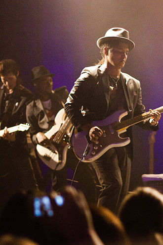 330px-Bruno_Mars_Concert_Houston_3