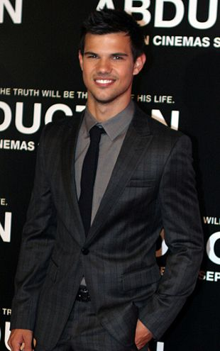 310px-Taylor_Lautner_2011_Abduction_premiere