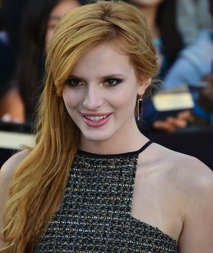 420px-Bella_Thorne_March_18%2C_2014_%28cropped%29